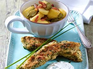Selbstgemachte Fischstäbchen mit Kräuterkruste zu Kartoffelsalat Rezept