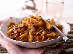Selbstgemachte Nudeln mit Hirschragout und Cranberries Rezept