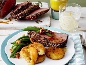 Senf-Roastbeef mit Kartoffel-Käse-Talern Rezept