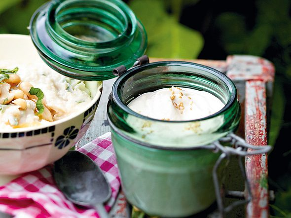 Sesam-Joghurt-Creme Rezept