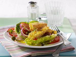 Sesam-Polentaschnitten auf Salat Rezept