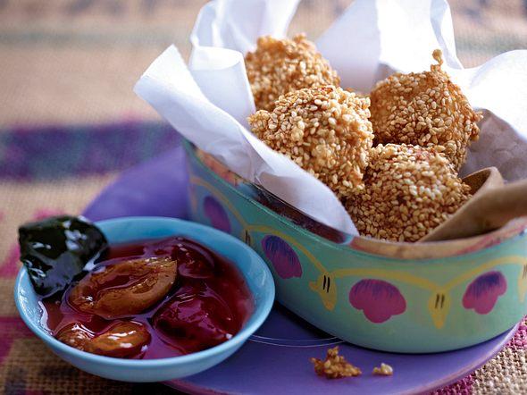 Sesamreisbällchen mit Asiapflaumen Rezept