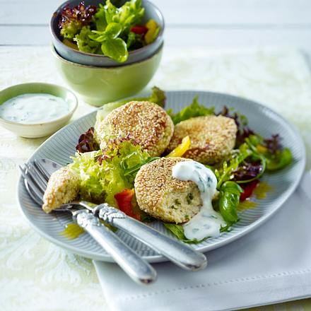 Sesamtaler auf gemischtem Salat Rezept