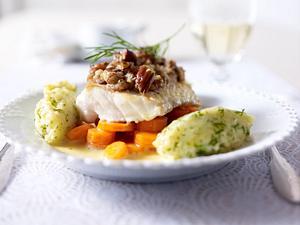 Skrei/Kabeljau-Filet mit Pekannusskruste auf Orangensoße Rezept
