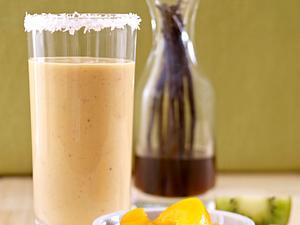 Smoothie aus Mango, Erdbeeren und Kokoswasser Rezept