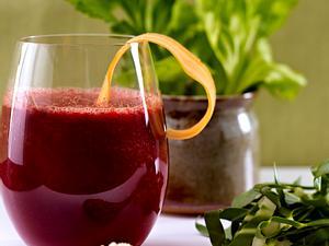 Smoothie aus Orange, Rote Bete, Grünkohl und grünem Tee Rezept