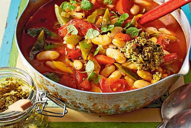 Sommerlicher Paprika-Tomaten-Eintopf mit Pistazien-Tapenade Rezept
