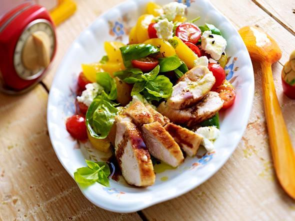 Sommersalat mit Hähnchen Rezept