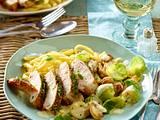 Spätzle mit Rosenkohl und Hähnchenfilet in Weißwein-Sahne-Soße Rezept