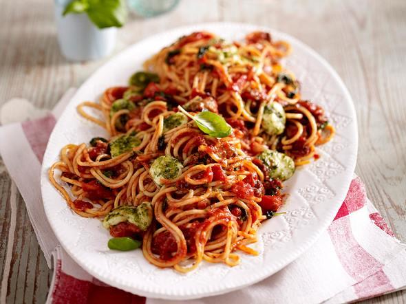 Spaghetti all' Amatriciana mit Mozzarella-Pesto-Bällchen Rezept