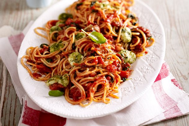 Spaghetti bolognese mit Pestomozzarella Rezept