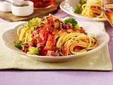 Spaghetti in Tomaten-Speck-Soße Rezept