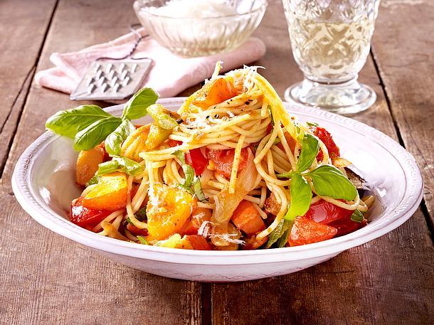 Spaghetti in Kürbis-Tomaten-Sugo Rezept