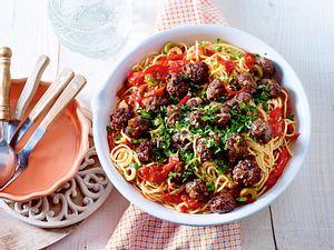 Spaghetti mit Beefhackbällchen in Paprika-Tomatensosse Rezept