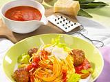 Spaghetti mit Hackbällchen und Tomatensoße Rezept