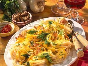 Spaghetti mit Hähnchen-Safransoße Rezept