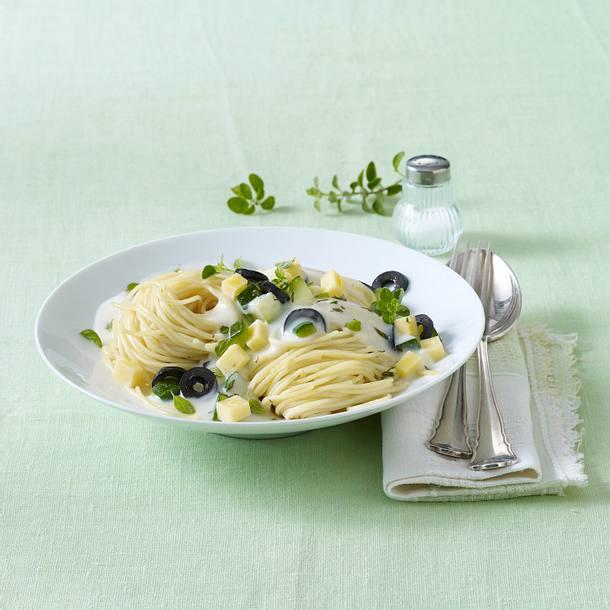 Spaghetti mit Käse-Oliven-Creme (Diäko 1 Tag Hauptgericht) Rezept