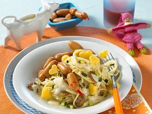 Spaghetti mit Käse-Sahne-Soße und Würstchen Rezept