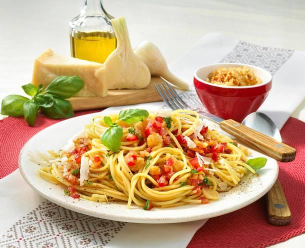 Spaghetti mit Kräuter-Tomaten-Brotbrösel Salsa Rezept