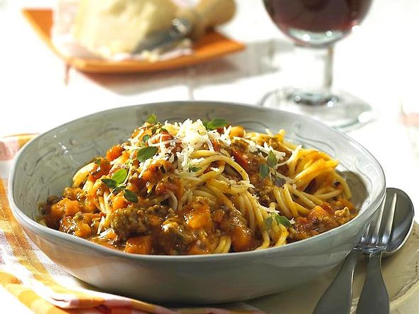 Spaghetti mit Kürbis-Bolognese Rezept
