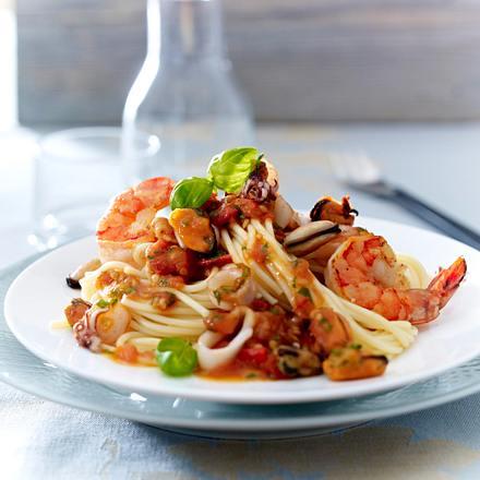 spaghetti mit meeresfr chten frutti di mare rezept lecker. Black Bedroom Furniture Sets. Home Design Ideas