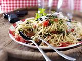 Spaghetti mit No-Cook-Soße Rezept