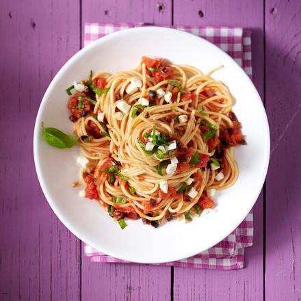 Spaghetti mit Oliven und Mozzarella Rezept