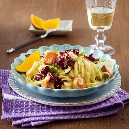Spaghetti mit Orangen-Chicorée-Soße und Lachs Rezept