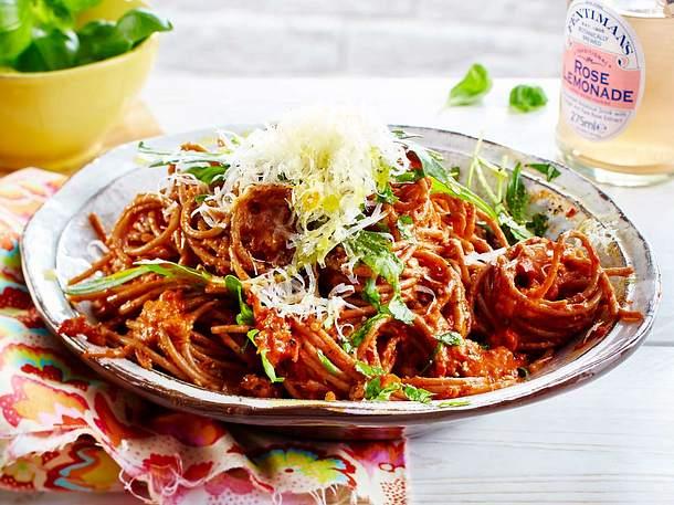 Spaghetti mit Paprika-Erdnuss-Soße Rezept