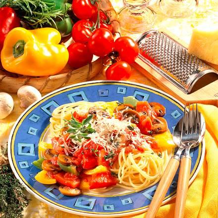 Spaghetti mit Paprika-Pilz-Soße Rezept
