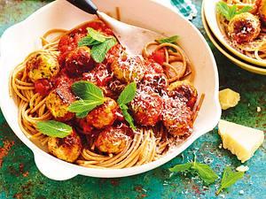 Spaghetti mit Puten-Minz-Bällchen in Tomatensosse Rezept