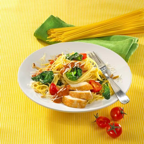 Spaghetti mit Spinat und Hähnchen in Tomaten-Senfsoße Rezept