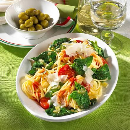 spaghetti mit spinat parmesan rezept lecker. Black Bedroom Furniture Sets. Home Design Ideas