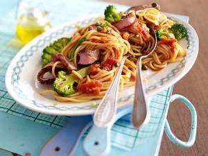 Spaghetti mit Tomaten-Kapern-Sambal und Steakstreifen Rezept
