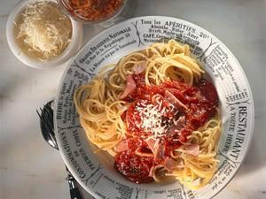 Spaghetti mit Tomaten-Schinkensoße Rezept