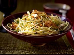 Spaghetti mit Zitronenhähnchen und Knusperbröseln Rezept