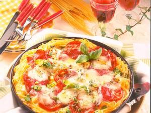 Spaghetti-Pizza mit Salami Rezept