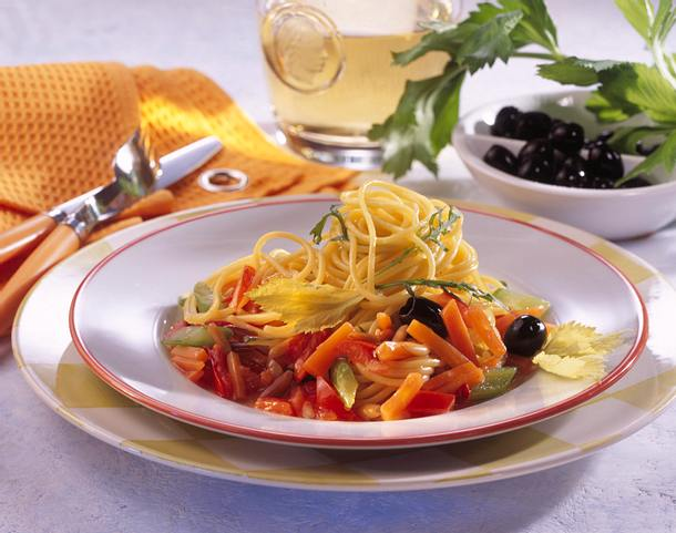 Spaghetti und Gemüsesoße Rezept