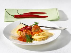 Spaghettini mit Tomatensugo und Fleischbällchen Rezept