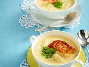 Spargel-Cremesuppe mit Erbsenpesto Rezept
