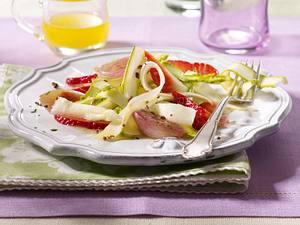 Spargel-Erdbeersalat mit karamellisierten Schalotten Rezept