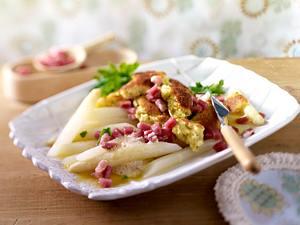 Spargel mit Kartoffelschmarrn und Katenschinken Rezept