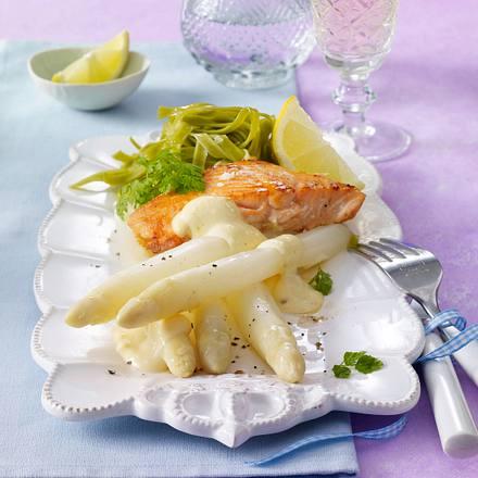 Spargel mit Lachs und Zitronenzabaione Rezept