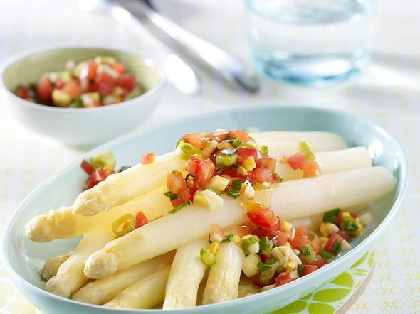 Spargel mit Tomaten-Pinienkern-Salsa Rezept