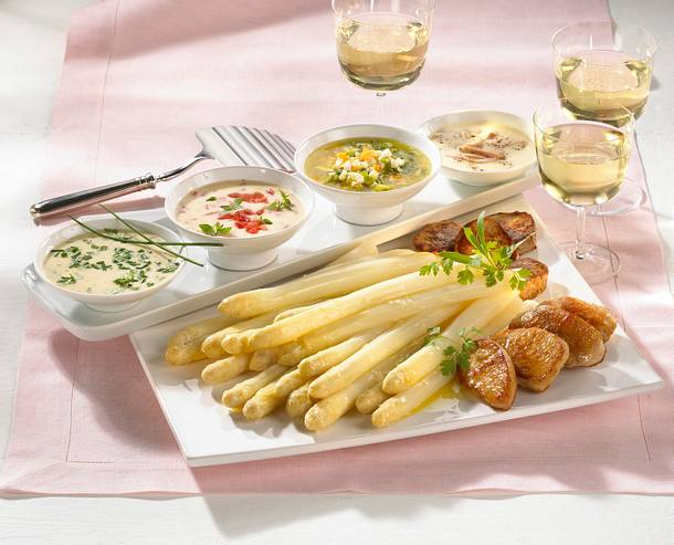 Spargel mit vier Soßen und Filet-Medaillons Rezept