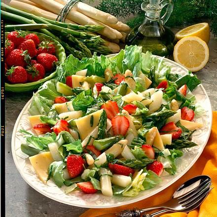 Spargelsalat mit Erdbeeren Rezept