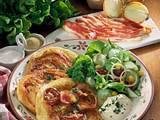 Speck-Pfannkuchen mit Salat Rezept