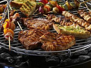 Spieße, Steaks & Kräuterbaguette Rezept