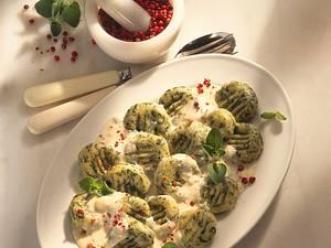 Spinat-Gnocchi mit Gorgonzolasoße Rezept
