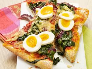 Spinat-Pizza mit Ei Rezept